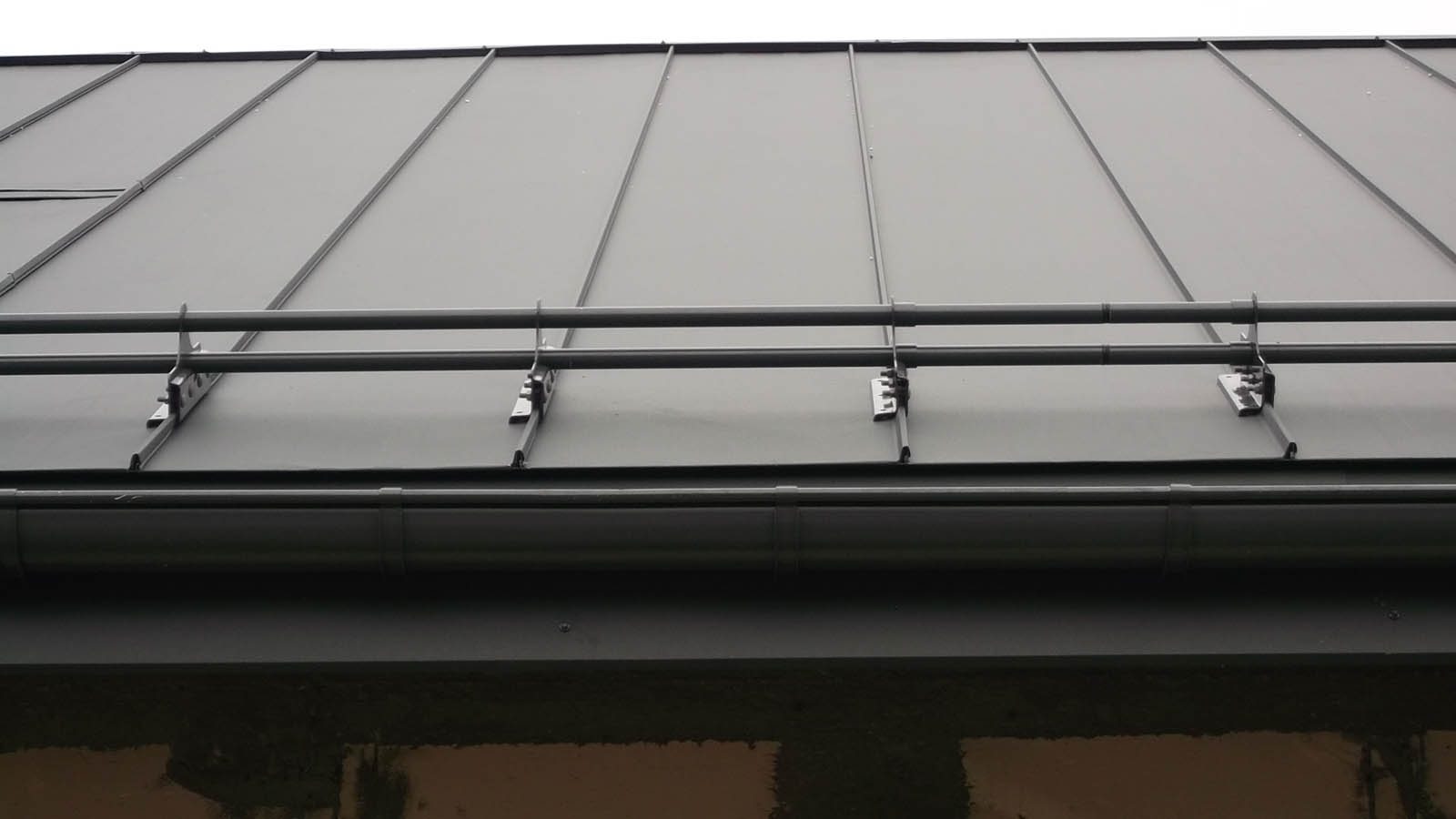 system przeciwśniegowy panele dachowe