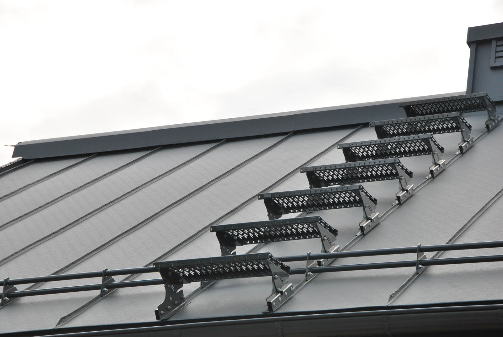 komunikacja dachowa aluminium rąbek stojący