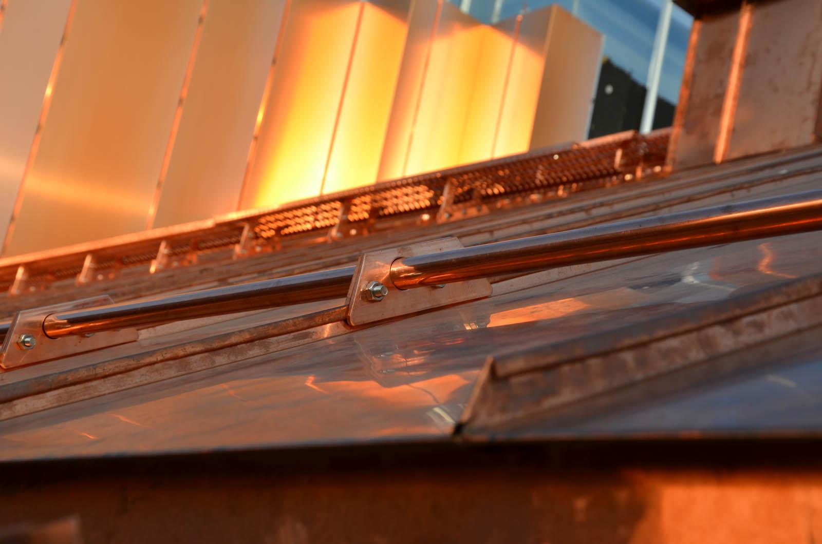 Rura przecwśniegowa miedziana to 2,5m rura, którą montuje się jako część barier przeciwśniegowych. Płotki przeciwśniegowe chronią przed osuwajacym się śniegiem.